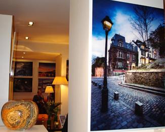 expo ramelli hotel noailles plexi bleu Retour sur le vernissage de l'exposition du photographe Serge Ramelli à l'hôtel de Noailles