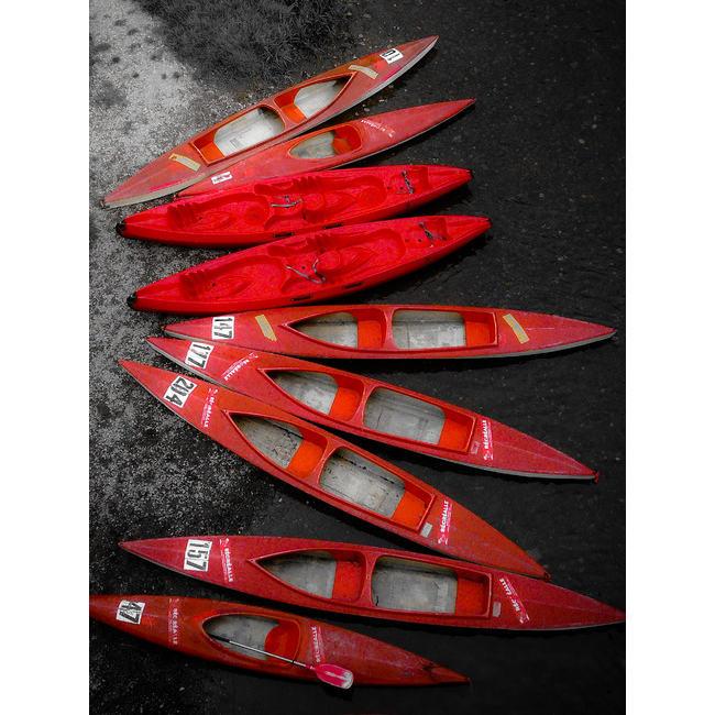 kayaks rouges graphisme par alainvd Découvrez la sélection des photographes mabellephoto du mois d'août