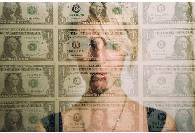 one dollar please par natalia bielinska1 Découvrez la sélection des photographes mabellephoto du mois de septembre